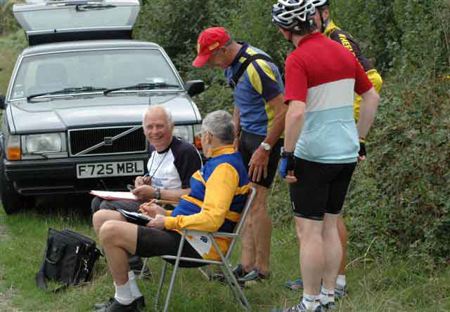 Timekeeping can be FUN!<br>Newbury Road Club<br>10 mile Time Trial<br>6th September 2006